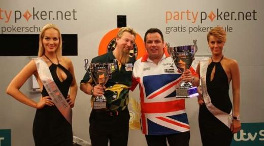 2013 PartyPoker.net -European-Champion - Adrian-Lewis - runner - up- simon - Whitlock- Carsten-Arlt-pdc-europe - Fotocredit: http://www.pdc.tv/