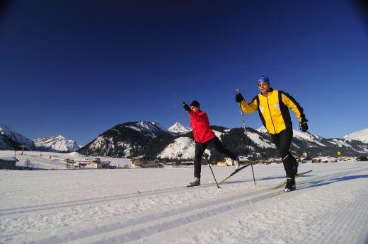 Dank einem maximalen Höhenunterschied von 50 Metern herrschen im Tannheimer Tal optimale Langlaufbedingungen für den klassischen Stil sowie zum Skaten Bildnachweis: Tourismusverband Tannheimer Tal