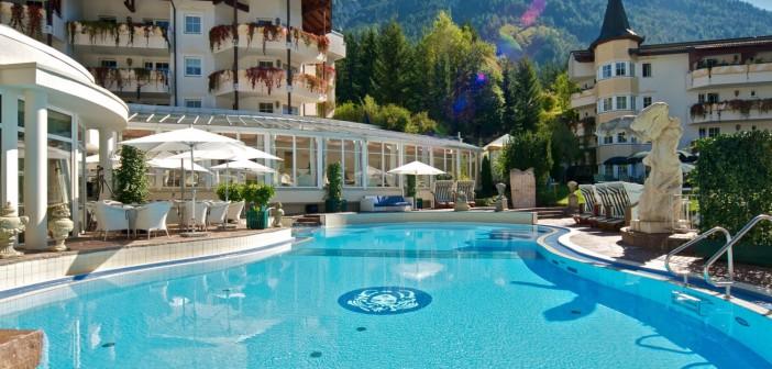 Pool des Reiter's Posthotel Achenkirch im Aussenbereich Reiter's Posthotel Achenkirch/ Tirol/ A