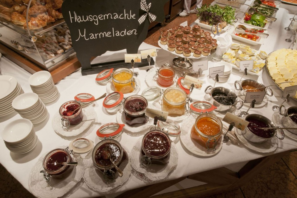 Buffet des Reiter´s Posthotel c by Maxum/ Wiesenhofer Reiter's Posthotel Achenkirch/ Tirol/ A